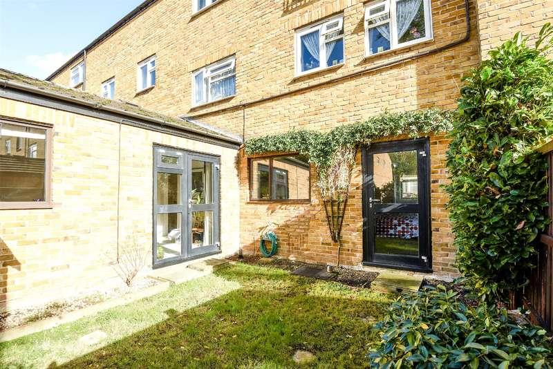 2 Bedrooms Maisonette Flat for sale in Cobden Close, Uxbridge, Middlesex, UB8