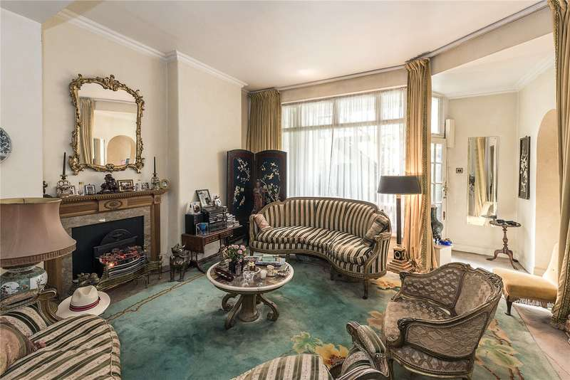 3 Bedrooms Flat for sale in Ennismore Gardens, London, SW7
