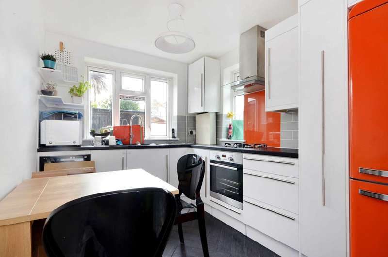 2 Bedrooms Flat for sale in Vineyard Path, Mortlake, SW14