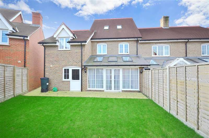 4 Bedrooms Town House for sale in Langridge Lane, Broadbridge Heath, Horsham, West Sussex