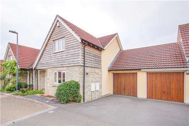 3 Bedrooms Semi Detached House for sale in Stratton Place, Longwell Green, Bristol, BS30 9AU