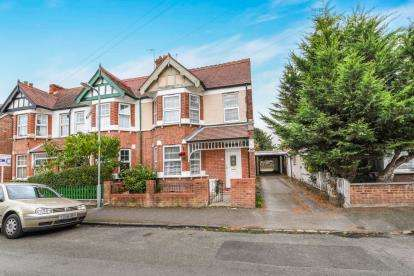 3 Bedrooms Semi Detached House for sale in Northwick Road, Evesham, Worcestershire, .