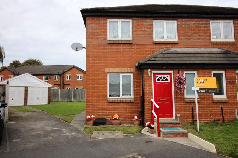 3 Bedrooms Semi Detached House for sale in Worcester Close, Bury