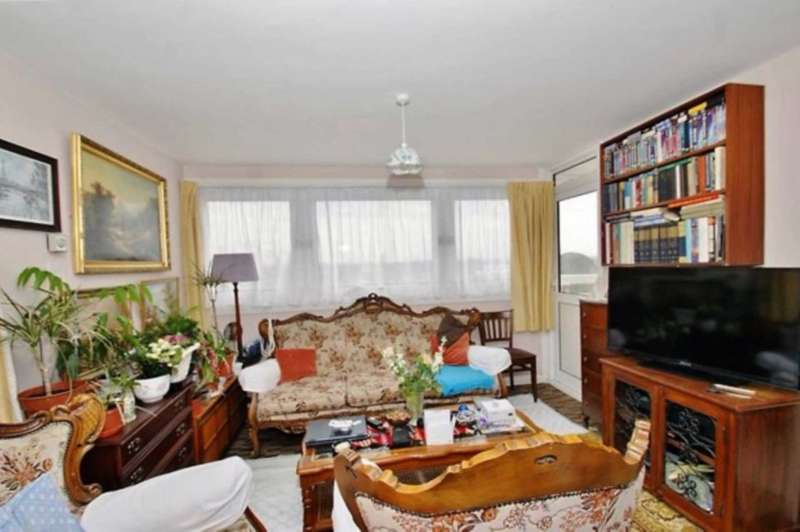 3 Bedrooms Flat for sale in Moreton Tower, Lexden Road