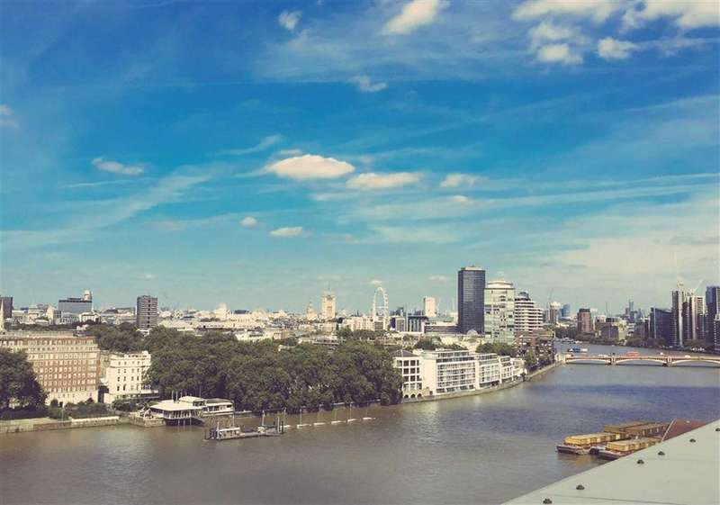 3 Bedrooms Apartment Flat for sale in Capital Building, Embassy Gardens, London