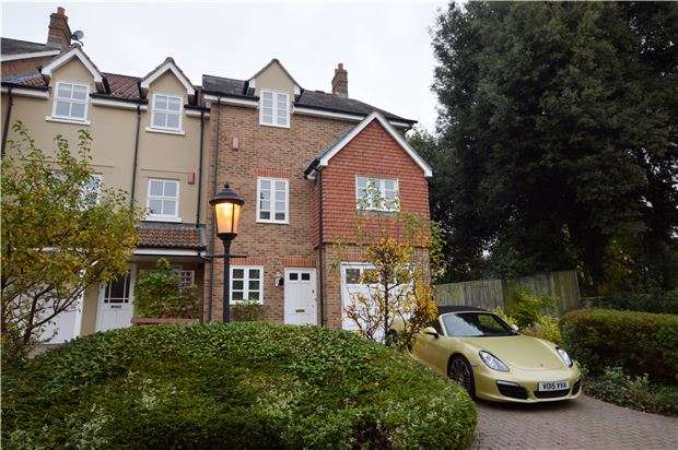 4 Bedrooms End Of Terrace House for sale in Morningside Close, Prestbury, CHELTENHAM, Gloucestershire, GL52 3BY