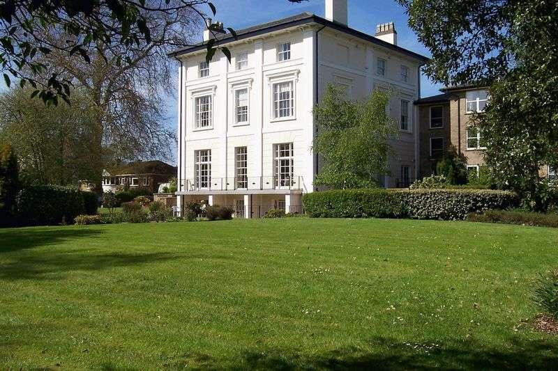 2 Bedrooms Retirement Property for sale in Homespring House, Cheltenham, GL52 2QB
