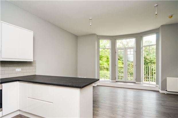 2 Bedrooms Flat for sale in Archers Court Stonestile Lane, Hastings, TN35 4PG