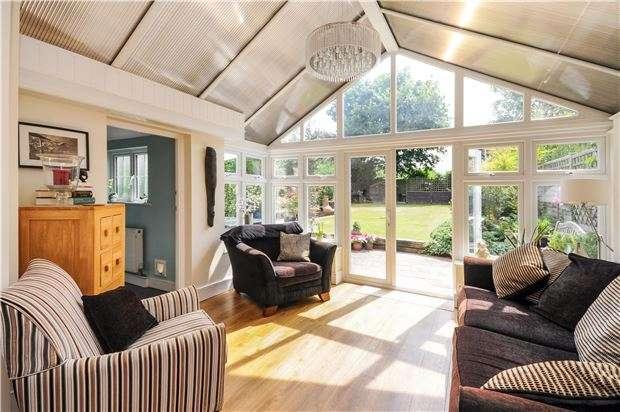 5 Bedrooms Semi Detached House for sale in Link Lane, WALLINGTON, Surrey, SM6 9DZ