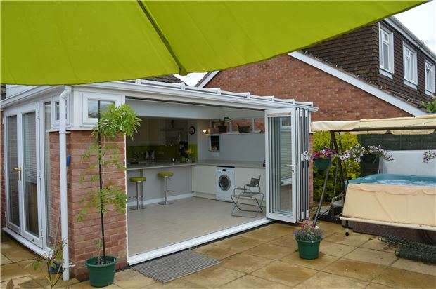 2 Bedrooms Detached Bungalow for sale in Twyning, Tewkesbury, Gloucestershire, GL20 6DU