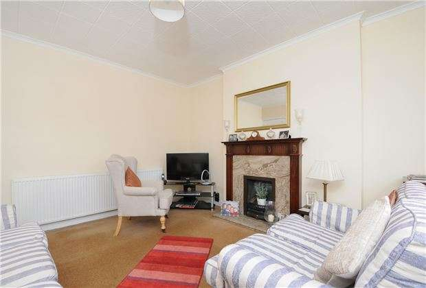 2 Bedrooms Maisonette Flat for sale in Wide Way, Mitcham, Surrey, CR4