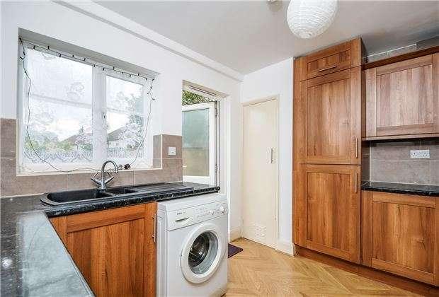 2 Bedrooms Maisonette Flat for sale in Woodstock Way, Mitcham, Surrey, CR4