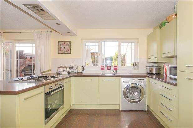 4 Bedrooms Detached House for sale in Chichester Way, Yate, BRISTOL, BS37 5TA