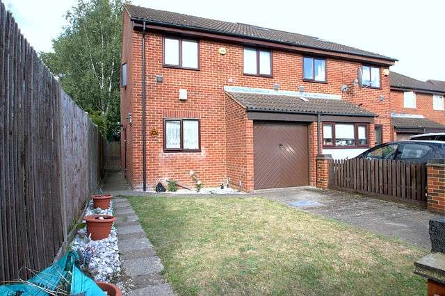 3 Bedrooms Semi Detached House for sale in Hazelmere Close, Bedfont, TW14
