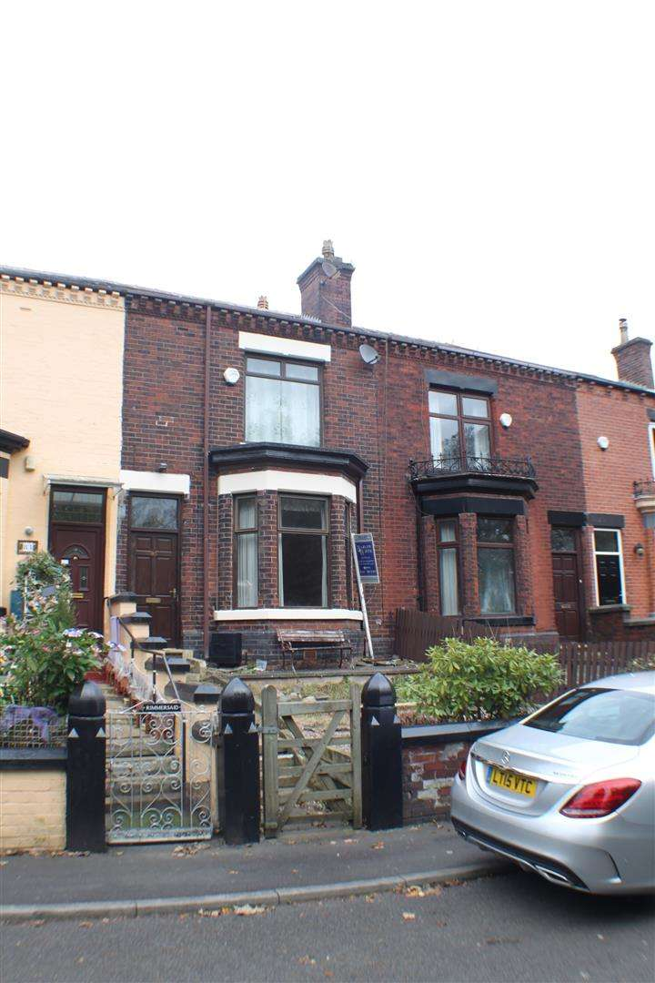 3 Bedrooms Property for sale in Station Road, Kearsley