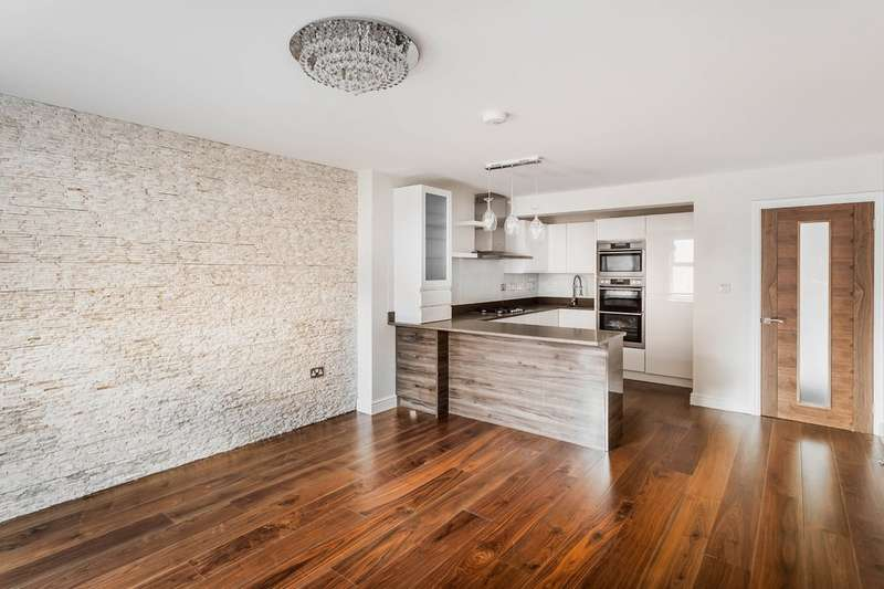 3 Bedrooms Flat for sale in High Street, Westerham.