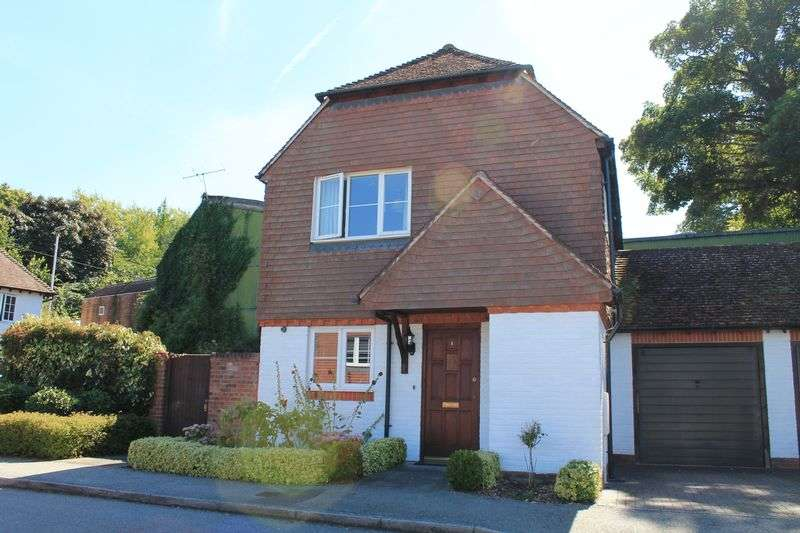 3 Bedrooms Detached House for sale in Bell Close, Pulborough