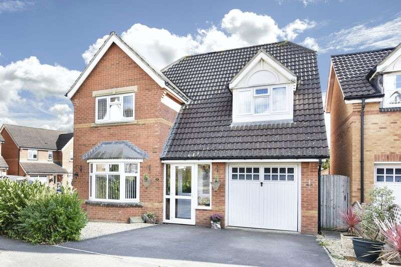 4 Bedrooms Detached House for sale in Paxcroft Mead