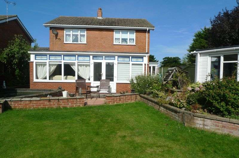 3 Bedrooms Detached House for sale in Rollesby, NR29