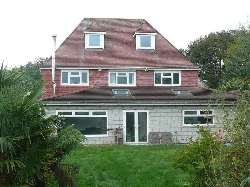 6 Bedrooms Detached House for sale in Staunton Avenue, Hayling Island