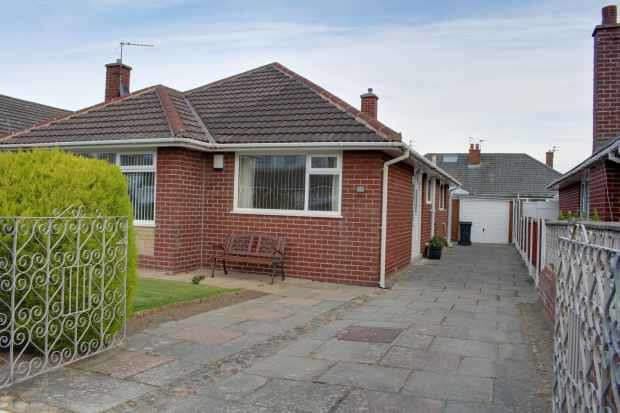 3 Bedrooms Detached Bungalow for sale in Salcombe Road, Lytham Saint Annes, Lancashire, FY8 2RD