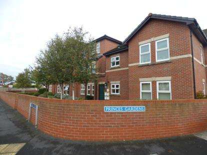 2 Bedrooms Flat for sale in Princes Gardens, Off Oak Street, Southport, Merseyside, PR8