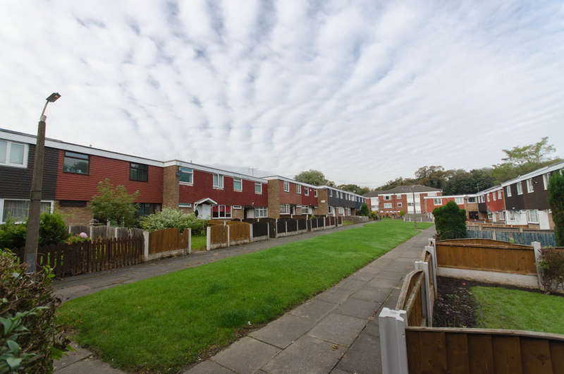 3 Bedrooms Terraced House for sale in Dee Court, Woolton, Liverpool L25