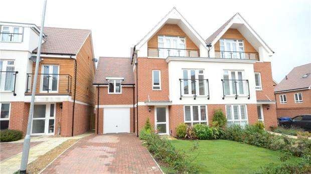 5 Bedrooms Semi Detached House for sale in Lindsey Drive, Maidenhead, Berkshire