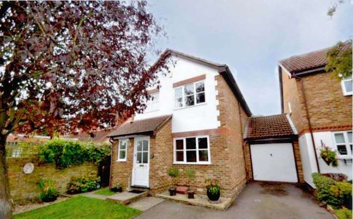 3 Bedrooms Detached House for sale in Rosemead, Chertsey, Surrey, KT16