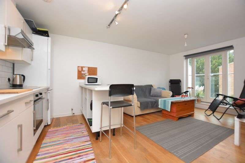 1 Bedroom Flat for sale in Styles Court, Walton Road, East Molesey