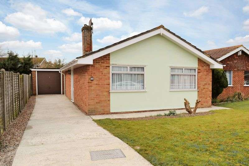 2 Bedrooms Detached Bungalow for sale in St Mary's Bay