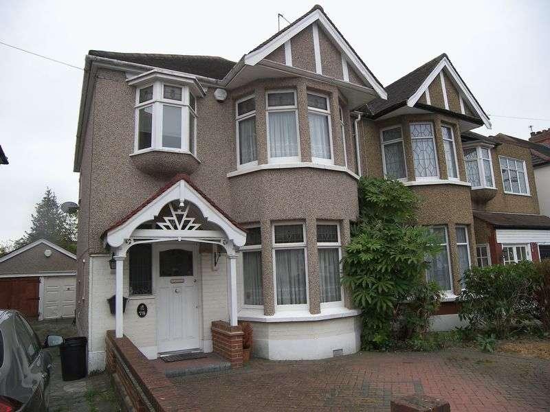 3 Bedrooms Semi Detached House for sale in BEECHWOOD GARDENS, CLAYHALL. IG5