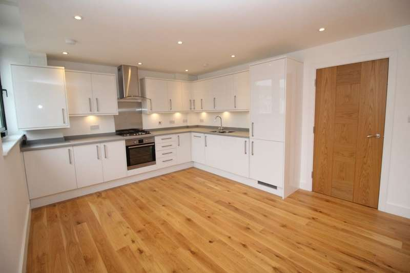2 Bedrooms Flat for sale in Cornerhall, Lawn Lane, Hemel Hempstead, HP3