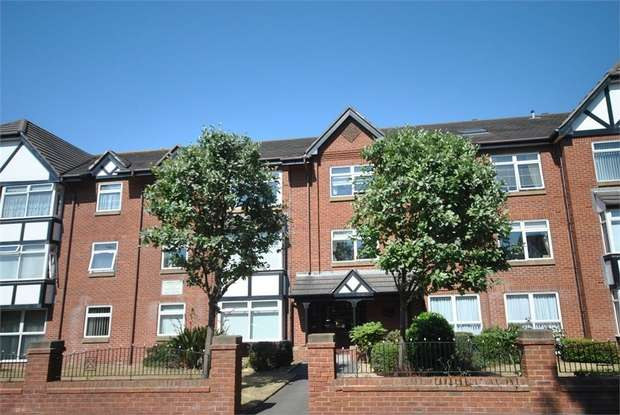 1 Bedroom Flat for sale in St Andrews Road North, LYTHAM ST ANNES, Lancashire