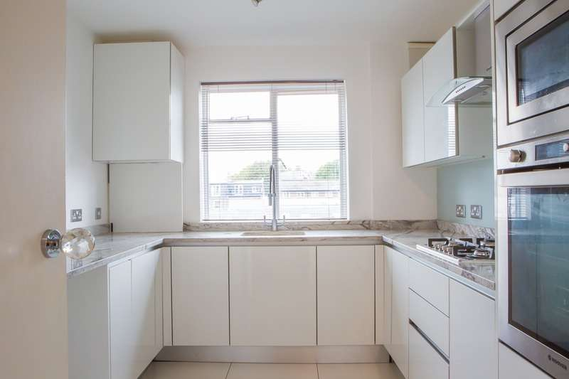 3 Bedrooms Flat for sale in Fairfax Road, London, London, NW6