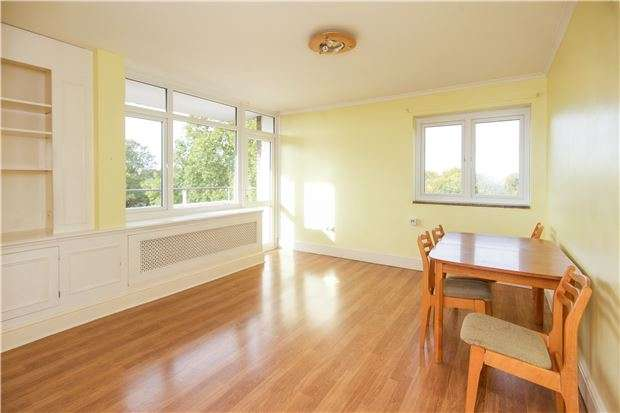 1 Bedroom Flat for sale in Woodhall House, Fitzhugh Grove, LONDON, SW18 3SA