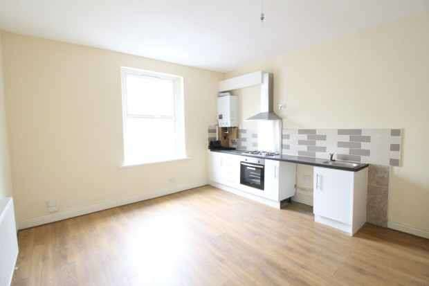 2 Bedrooms Terraced House for sale in Lee Street, Dewsbury, West Yorkshire, WF13 3DJ
