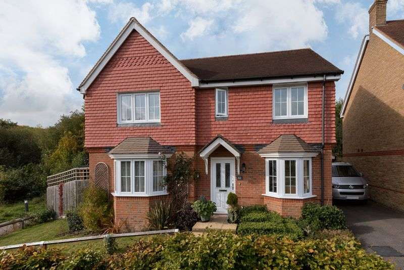 4 Bedrooms Detached House for sale in Oak Tree Drive, Hassocks, West Sussex,