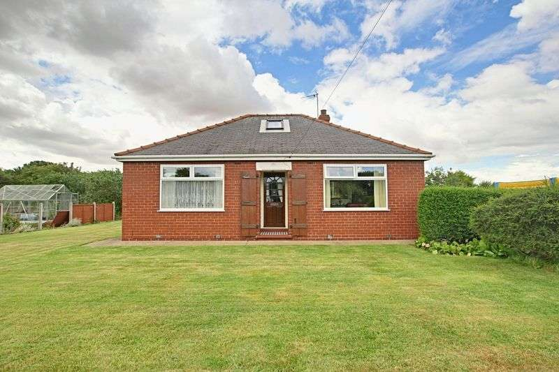 2 Bedrooms Detached Bungalow for sale in Holmpton Road, Hollym