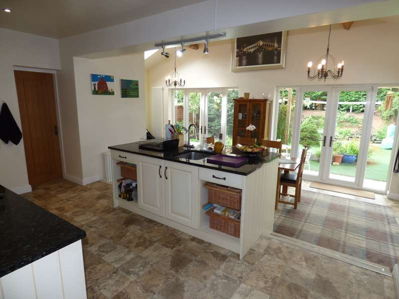 3 Bedrooms Bungalow for sale in Hassall Road, Sandbach, Cheshire, CW11