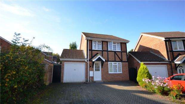 3 Bedrooms Detached House for sale in St. Nicholas Court, Basingstoke, Hampshire
