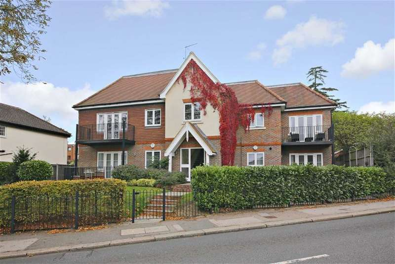 3 Bedrooms Flat for sale in Fairmead Lodge, Enfield, Middlesex