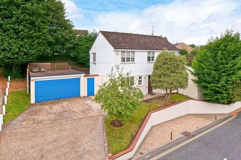4 Bedrooms Property for sale in Ware Street, Bearsted, Maidstone