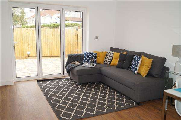 2 Bedrooms Bungalow for sale in The Bungalow Two Mile Hill Road, Kingswood, Bristol