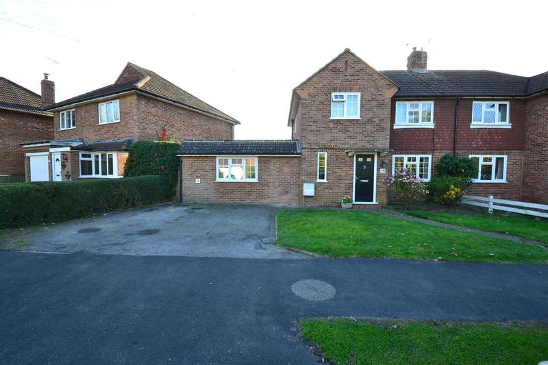 5 Bedrooms Property for sale in Sangers Drive, Horley