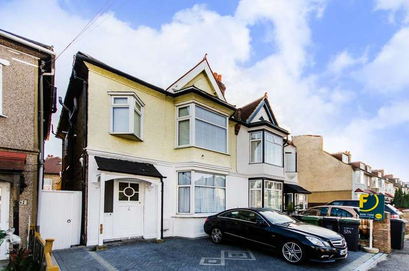 3 Bedrooms Flat for sale in Thornsbeach Road, Catford, SE6