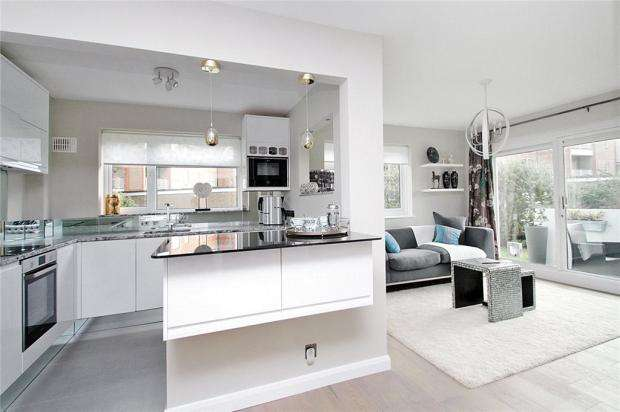 2 Bedrooms Apartment Flat for sale in The Martlets, Rustington, West Sussex, BN16