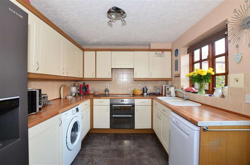 4 Bedrooms Detached House for sale in Smithy Drive, Kingsnorth, Ashford, Kent