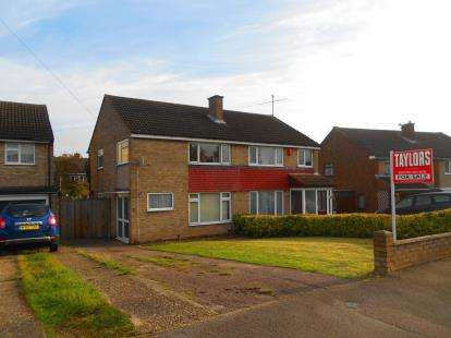 3 Bedrooms Semi Detached House for sale in Cotswold Close, Bedford, Bedfordshire