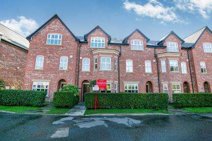 3 Bedrooms Terraced House for sale in Russet Way, Alderley Edge, Cheshire, Uk